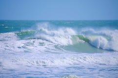 风大浪急的海面大海浪 免版税图库摄影