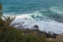 风大浪急的海面,瓦莱塔,马耳他 免版税库存图片