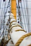 风帆、帆柱和索具在一艘老帆船/船 免版税库存图片