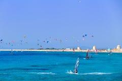 风帆冲浪在希腊的Kitesurfing 库存照片