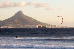 风帆冲浪在开普敦 免版税库存照片