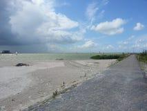 风帆冲浪在海滩在Makkum,荷兰 库存照片