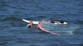 风帆冲浪在湖Nieslysz,波兰语 免版税库存图片