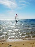 风帆冲浪在澳大利亚海滩的夏时 库存照片