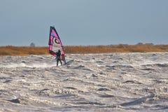 风帆冲浪在风暴 免版税库存图片