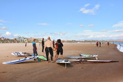风帆冲浪在Malvarrosa海滩,巴伦西亚 免版税图库摄影
