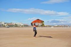风帆冲浪在Malvarrosa海滩,巴伦西亚 免版税库存图片