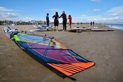 风帆冲浪在Malvarrosa海滩,巴伦西亚 免版税库存照片