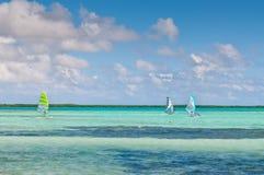 风帆冲浪在Sorobon海滩,博内尔岛-荷属安的列斯 免版税库存照片