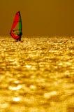 风帆冲浪的日落 图库摄影