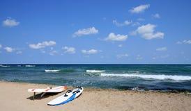 风帆冲浪的海滩 图库摄影