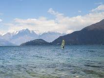 风帆冲浪者乐趣在一天Breva 免版税库存照片