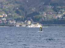 风帆冲浪者乐趣在一天Breva 库存照片