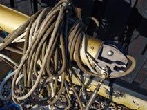 风帆和索具帆柱和绳索 免版税库存照片
