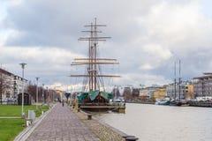 风帆船停住的外部图尔库在芬兰 免版税库存照片