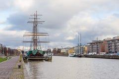 风帆船停住的外部图尔库在芬兰 库存照片