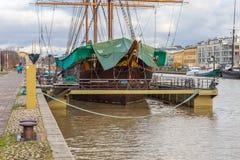 风帆船停住的外部图尔库在芬兰 免版税图库摄影