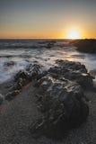 风平浪静的美好的充满活力的日落风景图象反对大鹏的 免版税库存照片