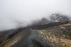 风景、Mt熔岩荒野和火山口  挂接在活动的Etna火山 免版税库存照片