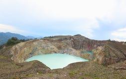 风景三个色的湖克里穆图火山, Ende 免版税图库摄影