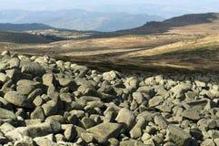 风景向岩石河 库存图片