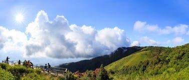 风景和明亮的天空与阳光在Kew Mae平底锅 库存图片