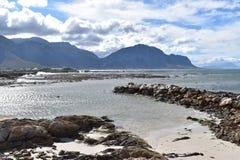 风景和海滩在BettyÂ的海湾在开普敦,南非附近 库存照片