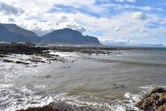 风景和海滩在BettyÂ的海湾在开普敦,南非附近 库存图片