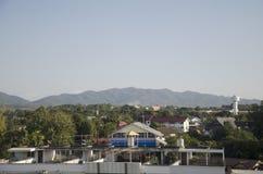 风景和都市风景与Lampang市交通路平均观测距离的 库存照片