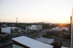 风景和都市风景与Lampang市交通路平均观测距离的 图库摄影