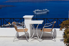 风景咖啡馆桌在圣托里尼 库存图片