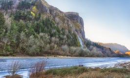 冻风景哥伦比亚河峡谷 免版税库存图片