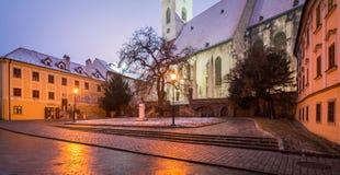 风景夜冬天视图在布拉索夫,斯洛伐克 库存照片