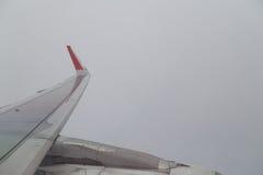 风景大气视图系列从平面窗口的在飞行期间 免版税库存照片