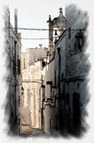 风景小的街道在奥斯图尼白色村庄在亚得里亚海的Salento 库存照片