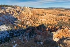 风景布莱斯峡谷国家公园的冬天 免版税库存图片