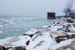 风景底特律河河边区在冬天, 2017年12月24日 库存照片