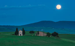 风景托斯坎看法, Cappella della玛丹娜di Vitaleta 免版税库存照片