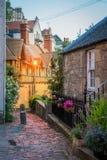 风景教务长Village在晚上,在爱丁堡,苏格兰 免版税库存照片