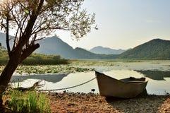 风景日落湖视图 库存图片