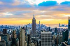 风景日落的一张经典照片与新的Y摩天大楼的  图库摄影