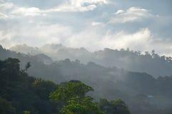 风景早晨dikundasang很新鲜Kinabalu沙巴,扣人心弦和美好的大气这次 库存照片