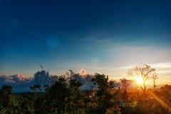 风景星和日出在山 库存图片