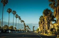 风景晚上街道在圣塔蒙尼卡 一次旅行向洛杉矶,加利福尼亚,美国 库存图片