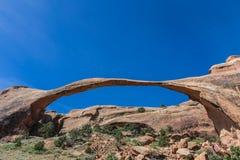 风景曲拱在默阿布,犹他附近的拱门国家公园 库存照片