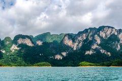风景有海视图,凉爽的微风 免版税库存图片