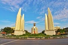 风景民主纪念碑是泰国10月14日的一个政治标志在曼谷 免版税库存图片