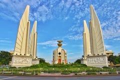 风景民主纪念碑是泰国10月14日的一个政治标志在曼谷 免版税库存照片