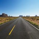 风景沙漠的高速公路 图库摄影