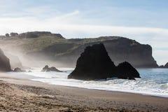 风景海滩在接近旧金山的加利福尼亚北部 免版税库存图片